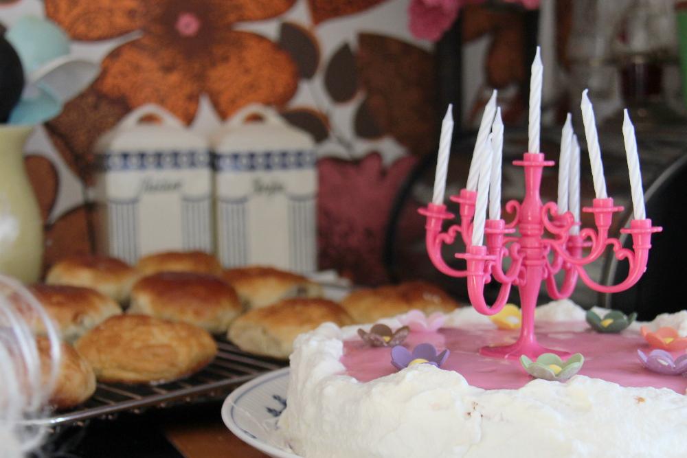 cake candelier
